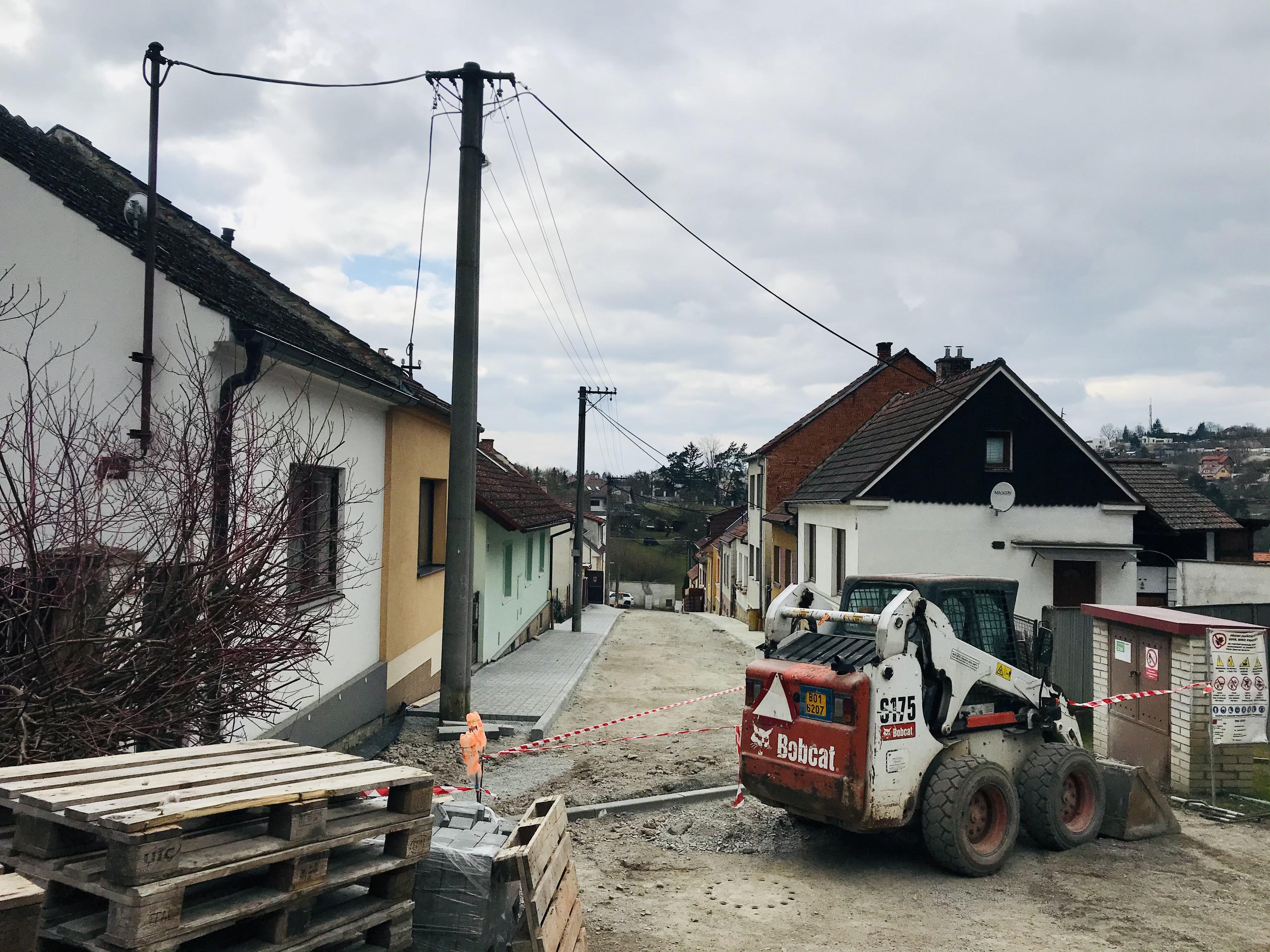 Pokračující stavební práce v ulici Podlesí