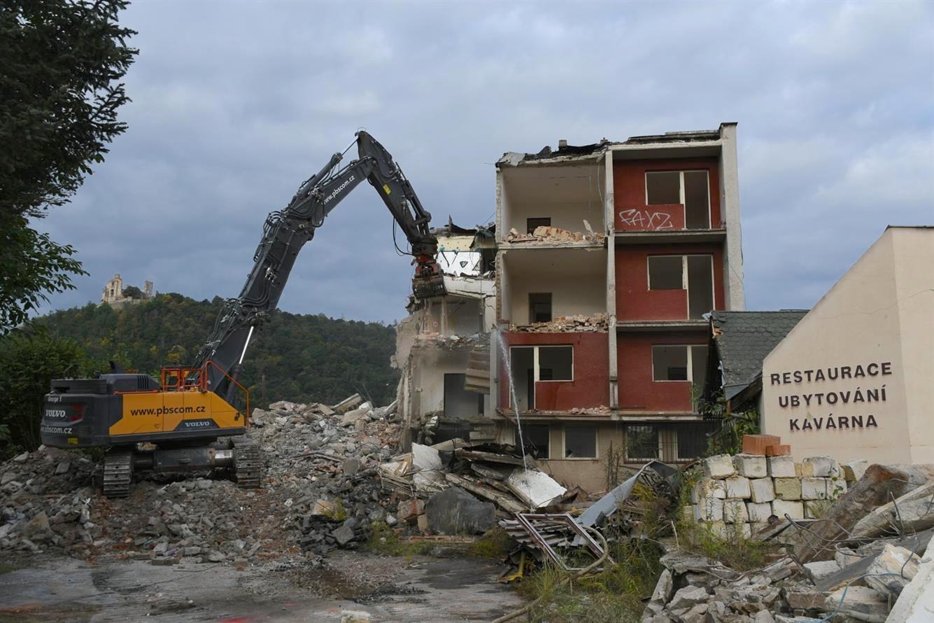 Demolice hotelu Velen