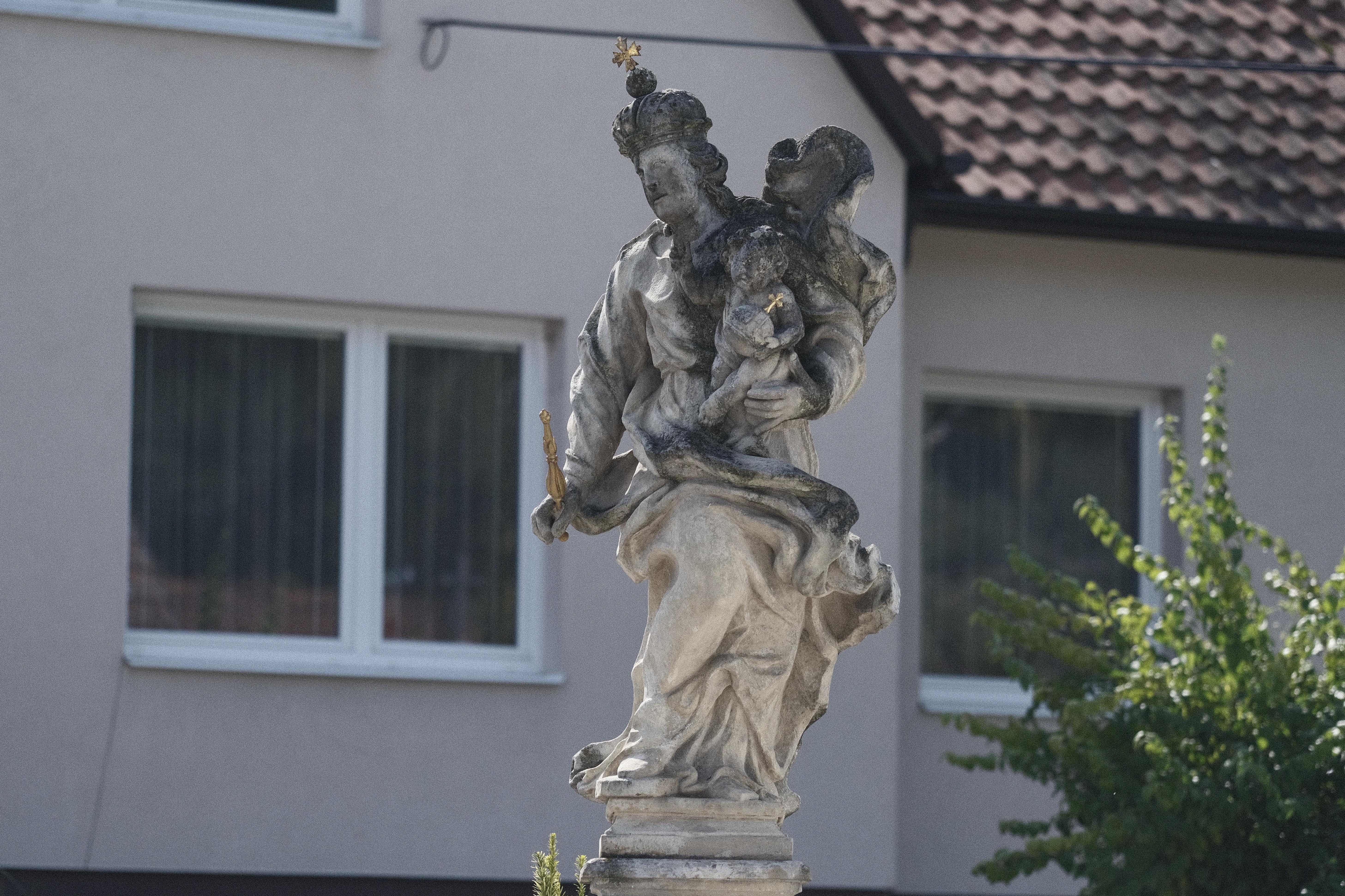 Madona při Dukelské ulici, neznámý autor, zhotoveno mezi léty 1692–1716. Výrazově podobná socha jako předchozí sv. Roch byla vytesána zřejmě ve stejné dílně. Také tato socha patřila do souboru kláštera, byla v nice nad vstupními vraty hlavní západní fasády klášterního kostela, v ose celé kompozice. Nejspíše kolem roku 1820 přenesena k cestě na Žďárnou a připojena k instalaci Božích muk, dnes stojí samostatně u mostu přes řeku Bělou.