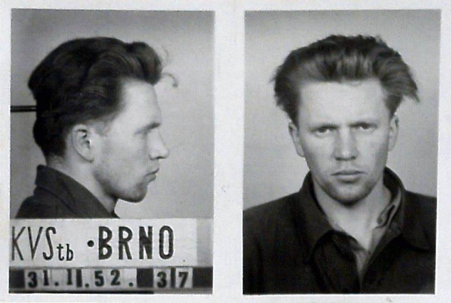 František Hrubý na fotografii pořízené Krajským velitelstvím StB v Brně krátce po jeho druhém zatčení v lednu 1952