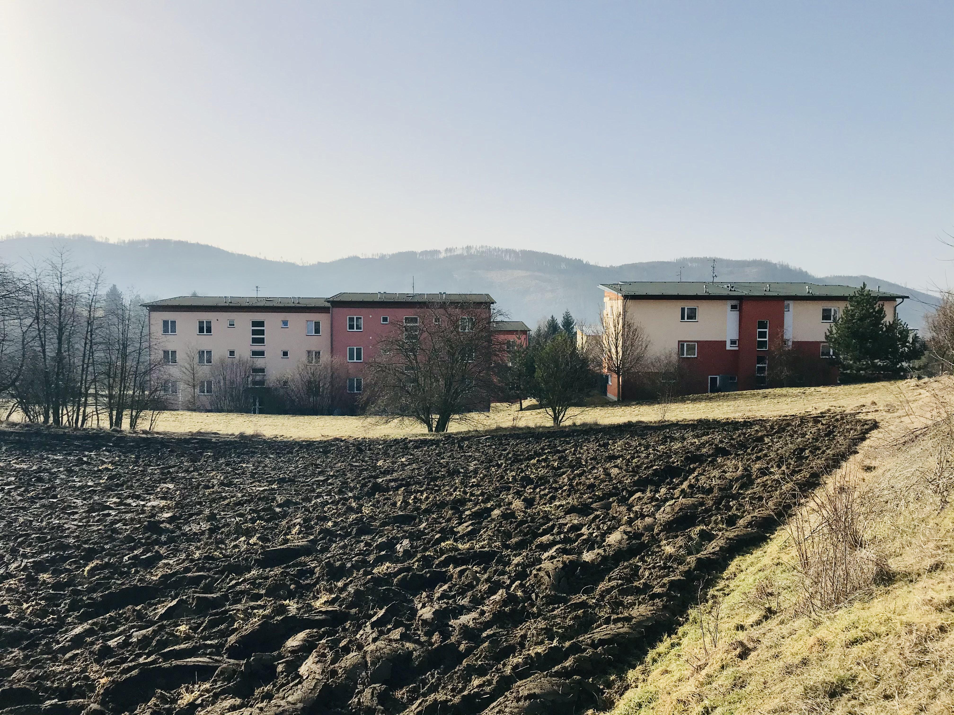 Pozemky, na kterých mají vyrůst nové bytové domy