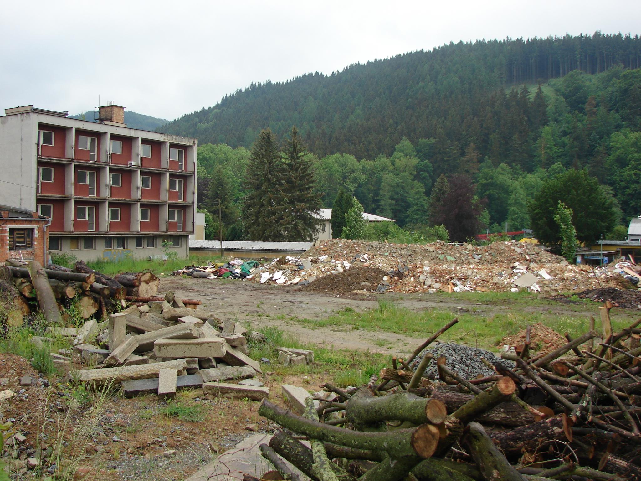 Hotel Velen na Červené zahradě čeká brzy demolice, aby uvolnil místo chystané sportovní hale