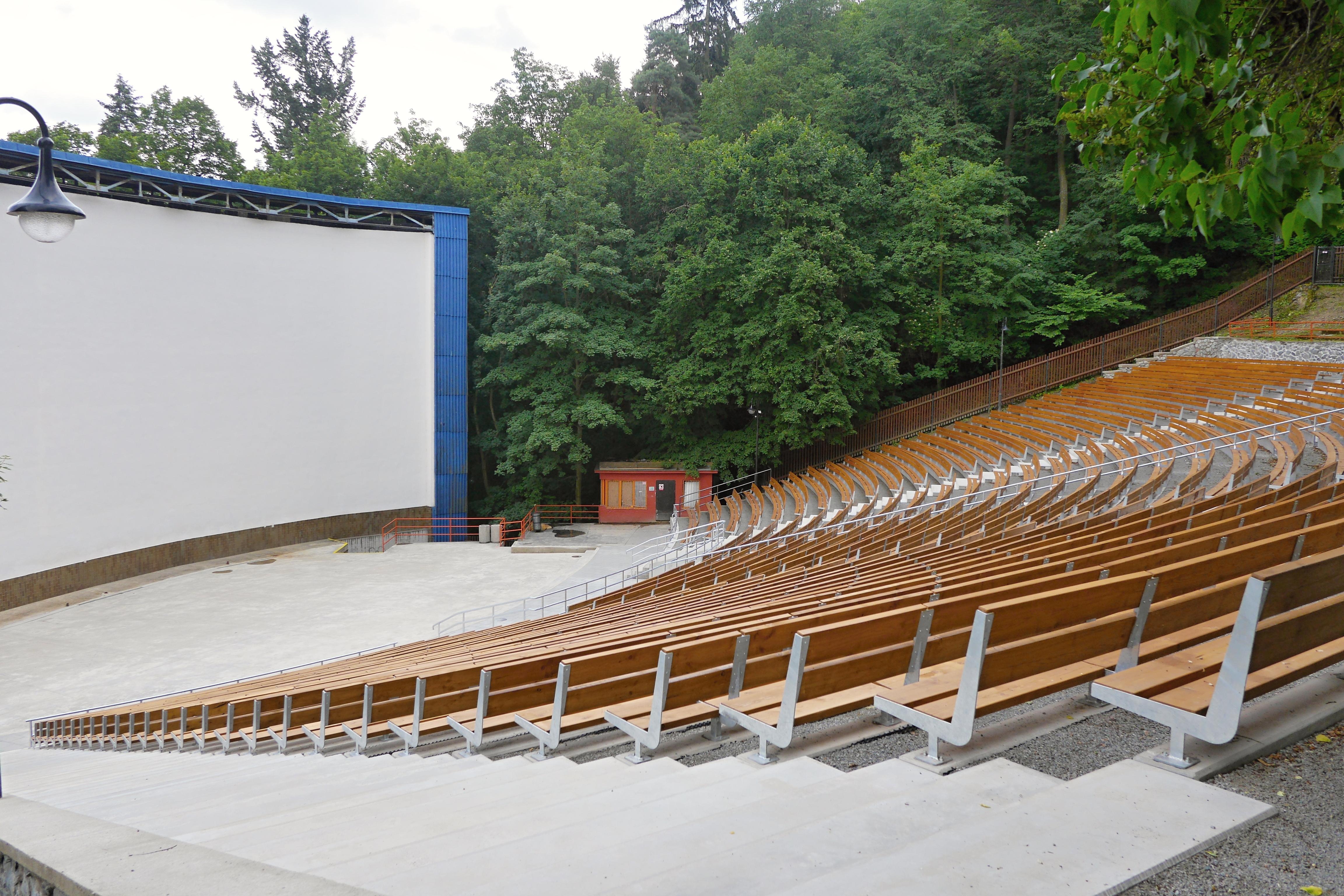 Opravené hlediště letního kina