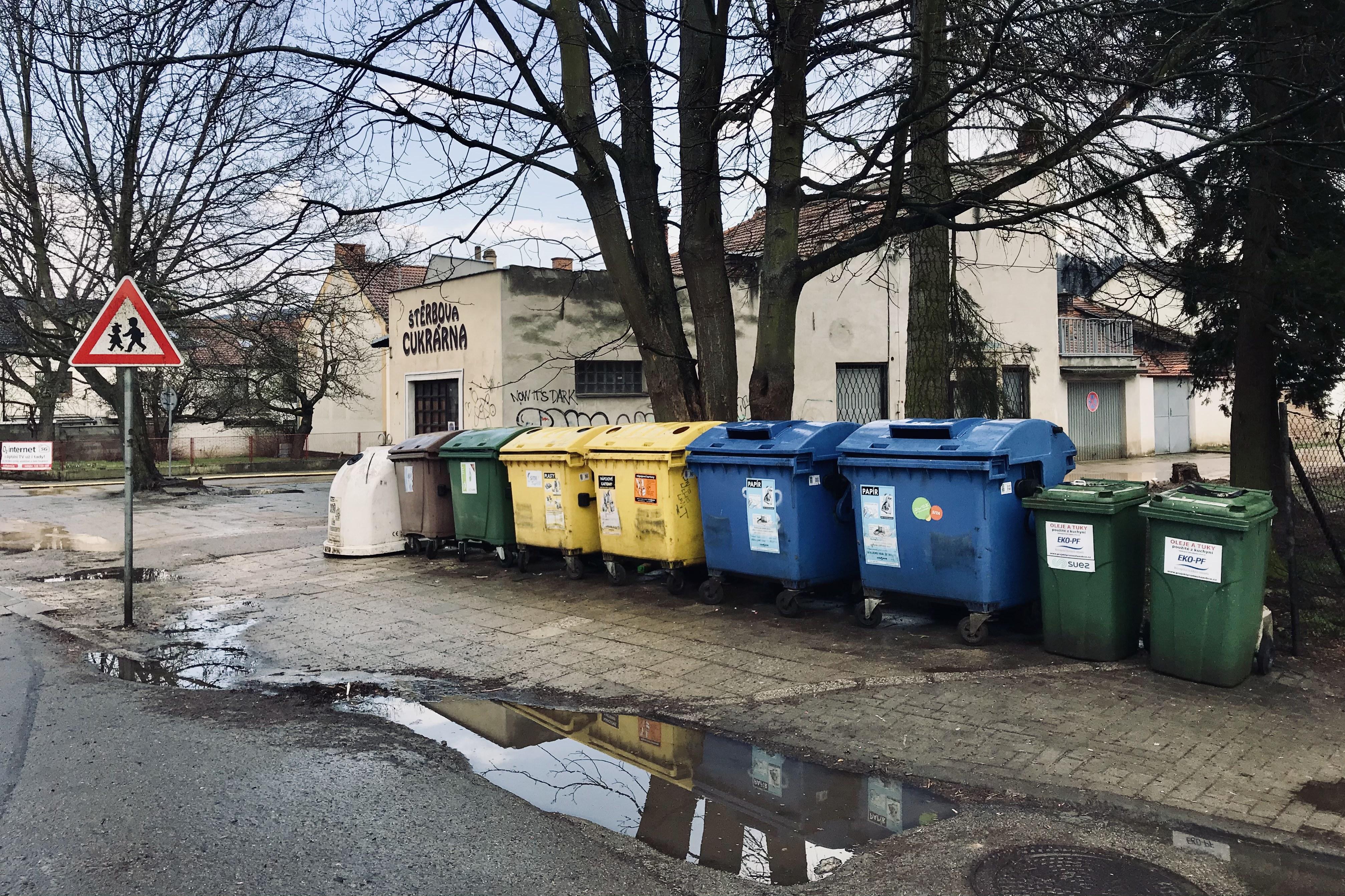 Nové separační stanoviště pro kontejnery na odpad postaví město na náměstí 9. května
