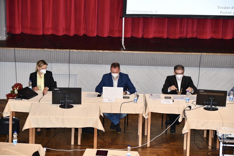 Nové vedení města, zleva místostarostka Michaela Žejšková (TOP 09), místostarosta Petr Malach (ČSSD) a starosta Jaroslav Dohnálek (ODS)