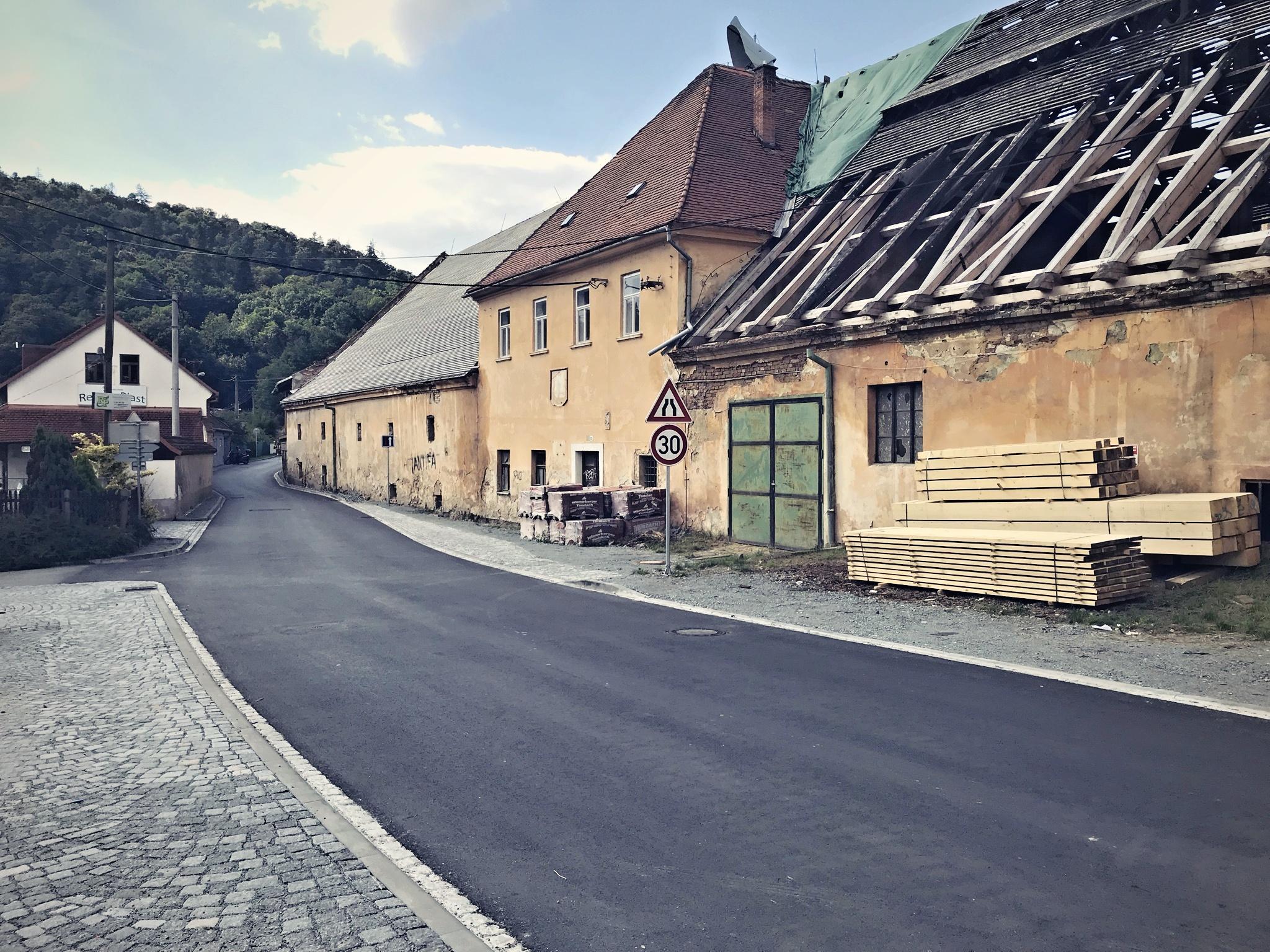 Opravená ulice Podhradí