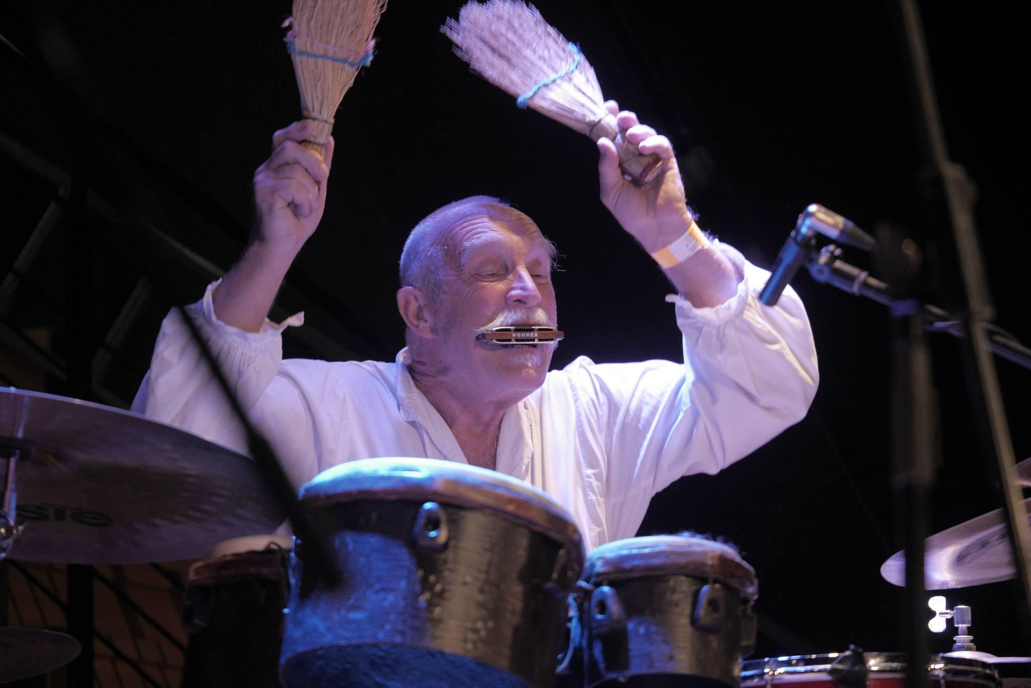Do Boskovic se letos vrátí jazzová legenda Günter Baby Sommer, který zde na festivalu vystoupil už v roce 2015