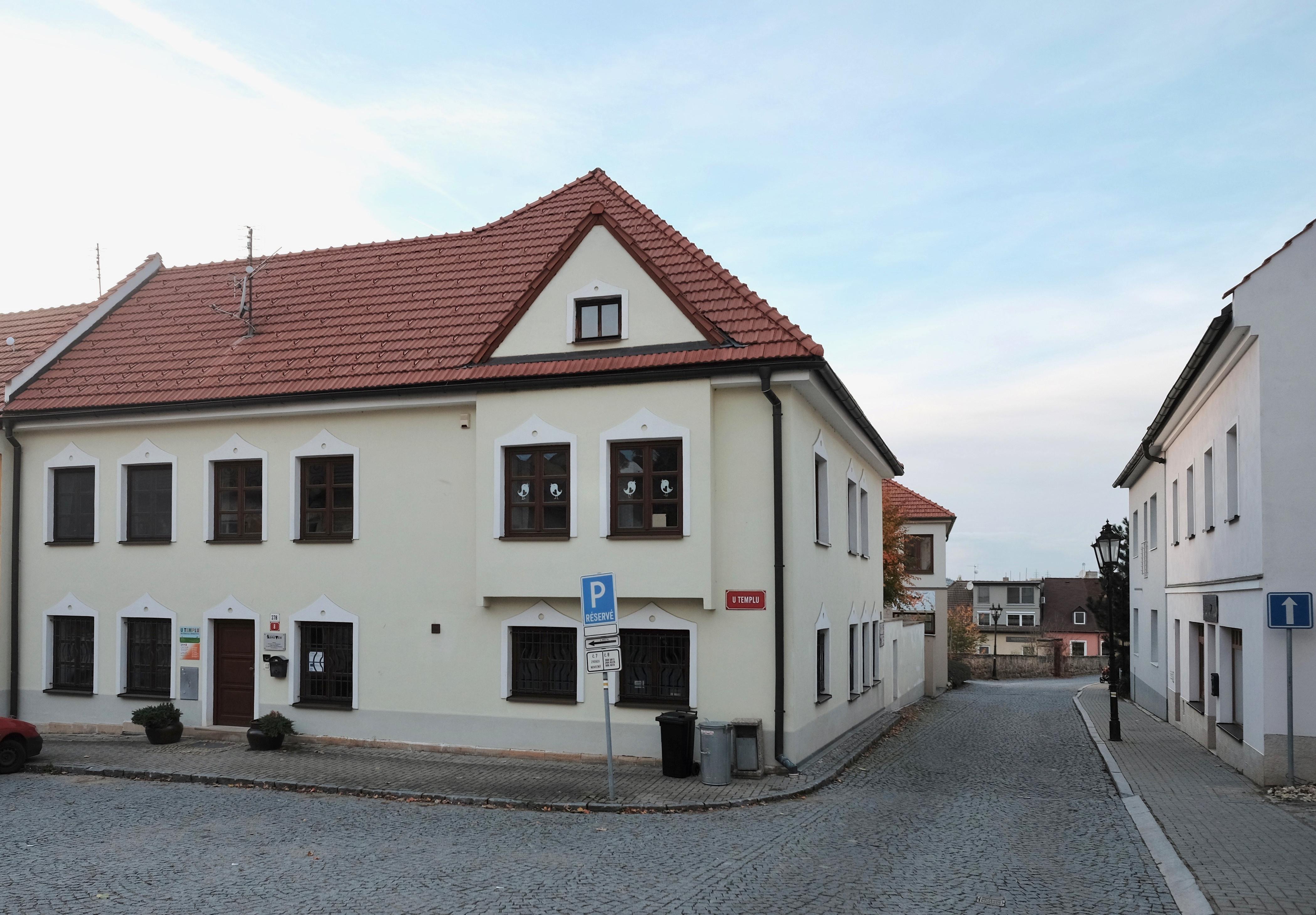 Dům naproti synagoze