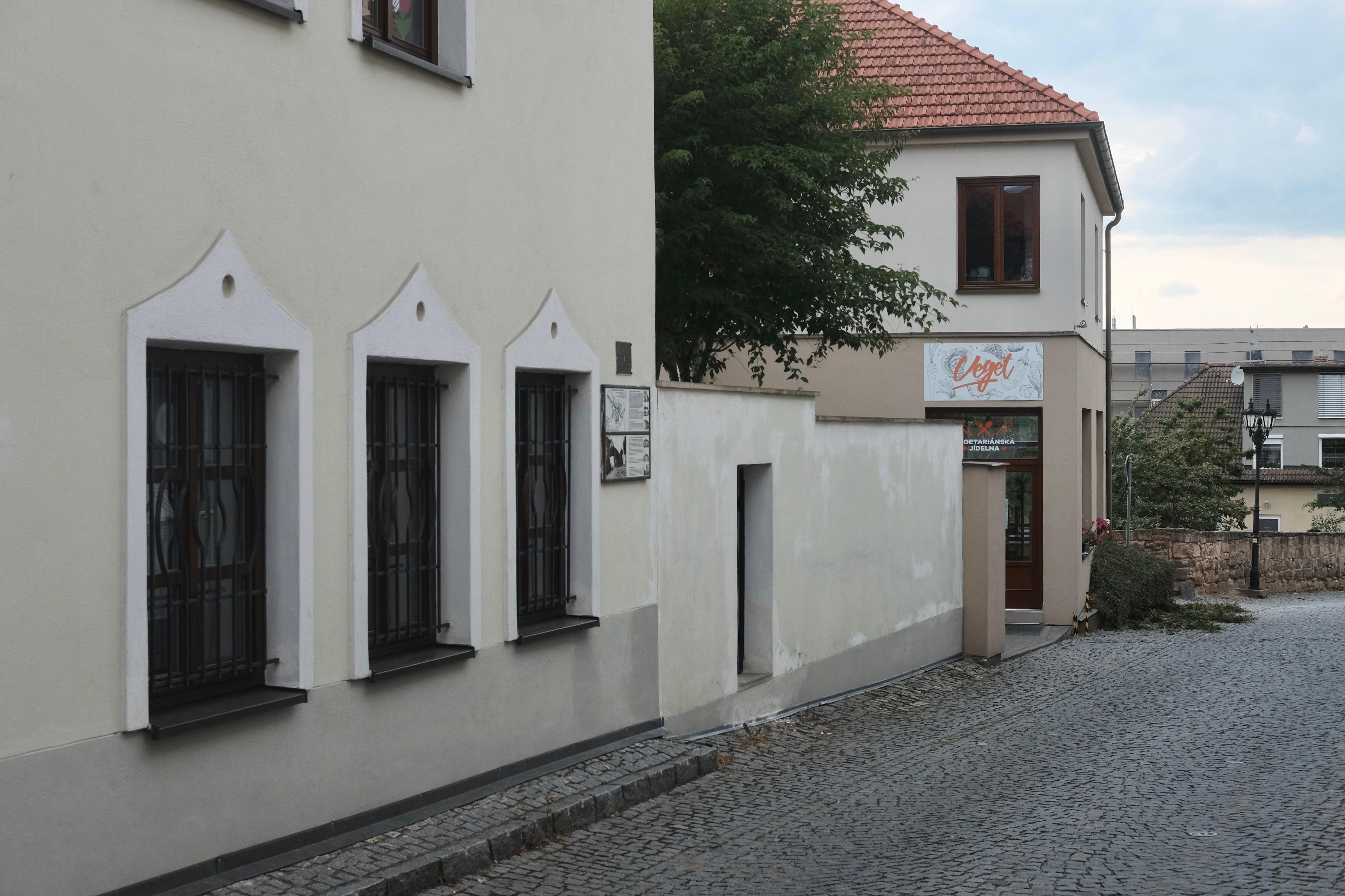 Ulice od synagogy kfarské zahradě