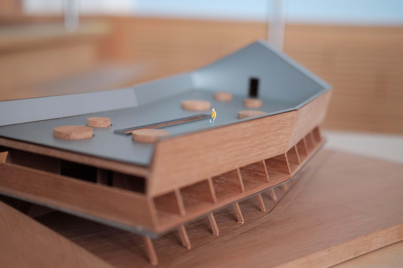 Model domu, pohled od kašny