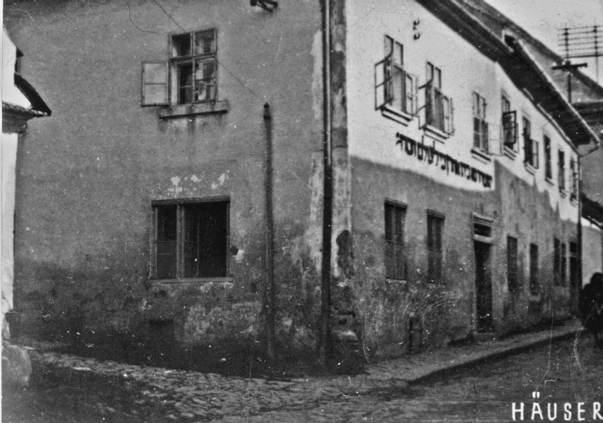 Nadační dům smodlitebnou a učebnou zřízený Nathanem Löw-Beerem roku 1883