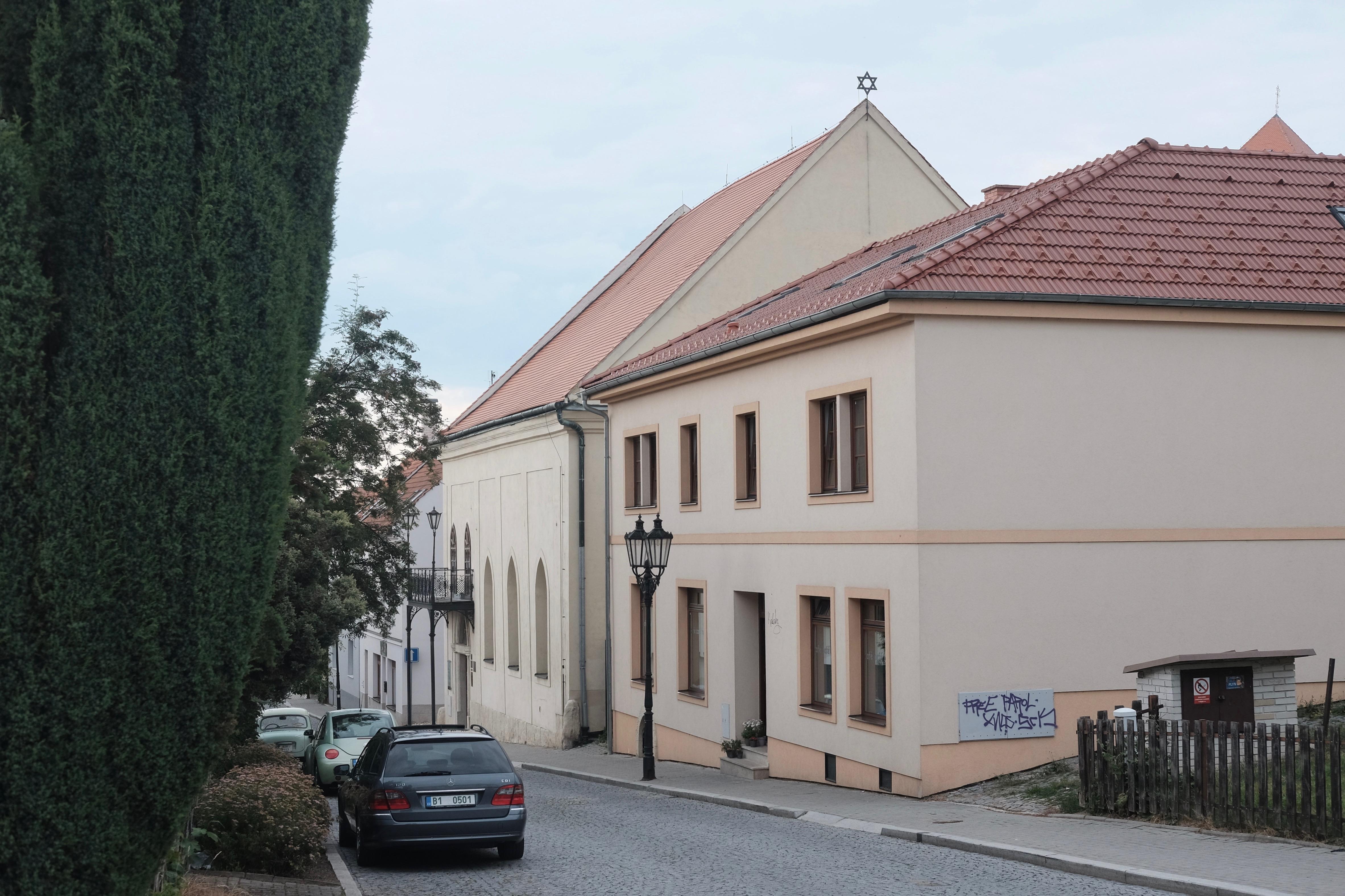 Novostavba nad synagogou